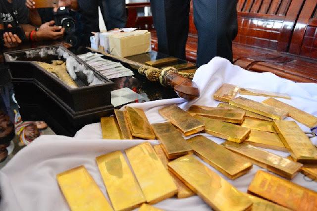 Inilah Cerita Dibalik Puluhan Emas Palsu Dan Keris Berlogo Kerajaan