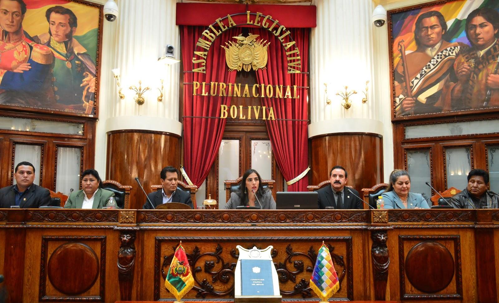 Exopositores Víctor Gutiérrez y Margarita Fernández en la testera de Diputados / DIPUTADOS