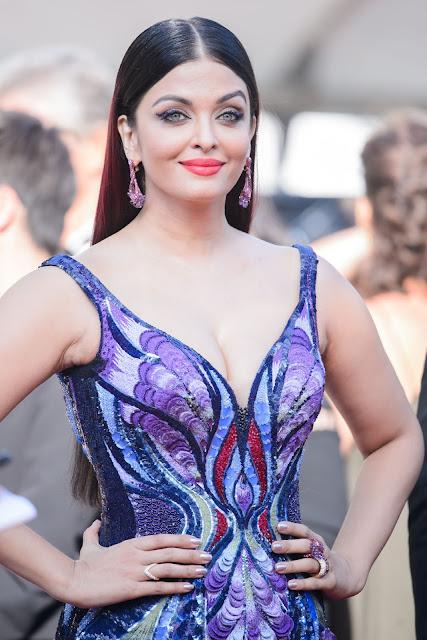 Aishwarya Rai Hot Cleavage Pic