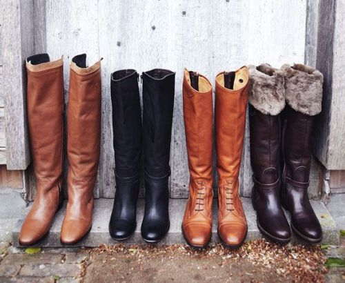 vrouwen met lange laarzen