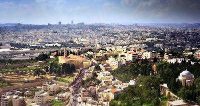 Un musulmán palestino que cometa el crimen de vender una propiedad a un judío no debería esperar ser enterrado en un cementerio islámico. Casarse con sus conciudadanos palestinos ya no será una opción para los miembros de la familia del criminal, y si la familia celebra alguna boda, no acudirá ningún invitado.