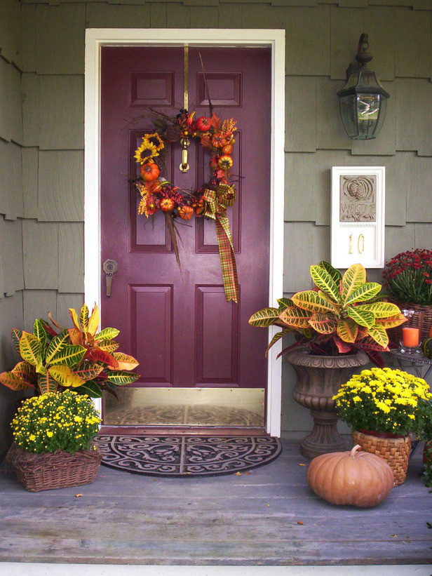 Modern furniture favorite fall decorating 2012 ideas by h - Fall decorating ideas for front porch ...