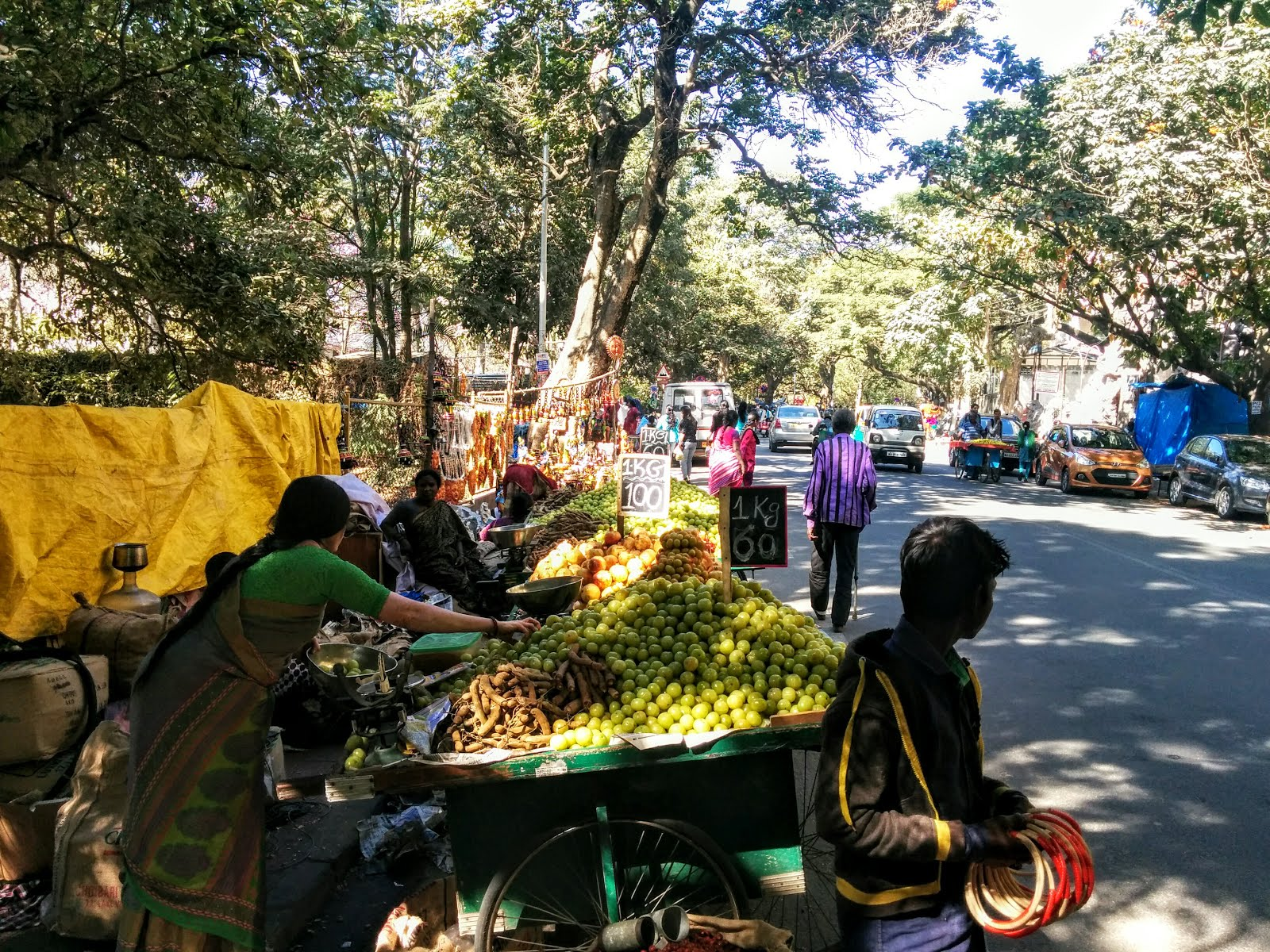 Fruit vendors of Bull Temple Road