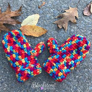 https://blackstonedesigns.blogspot.com/2017/10/friday-mittens.html