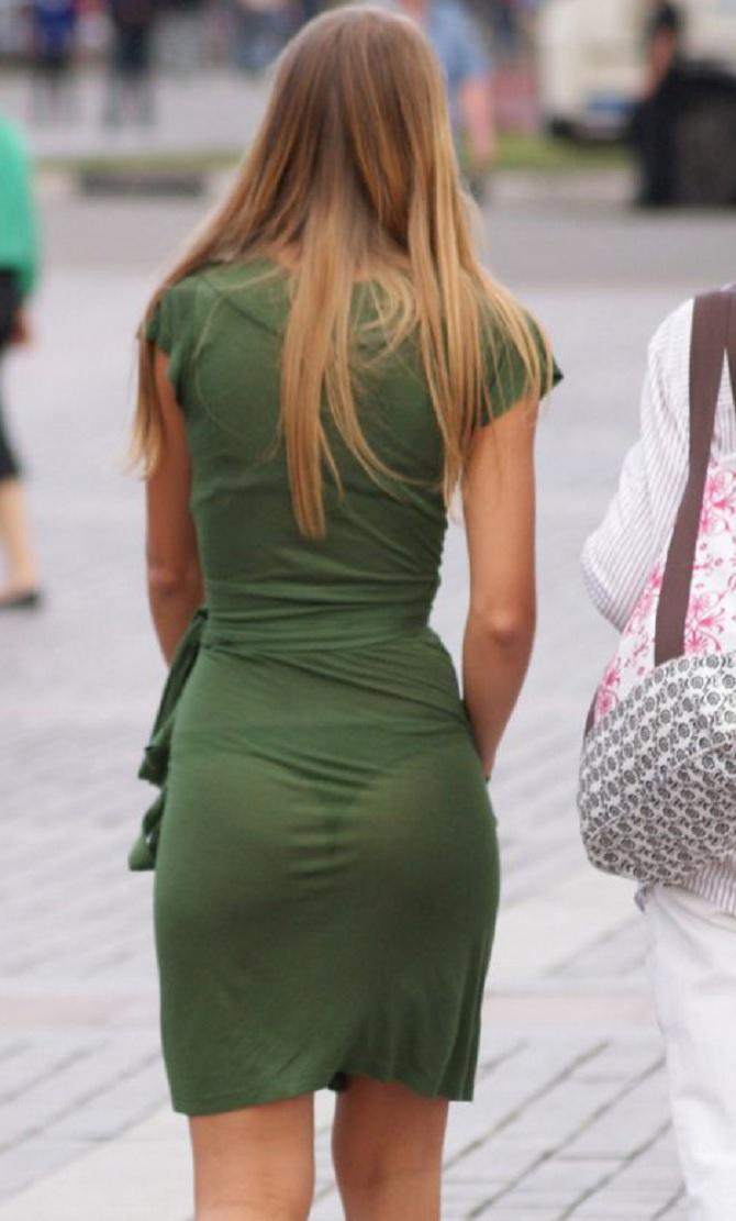 Фото девушки в облегающей прозрачной одежде