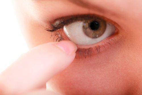 Avoir une alimentation équilibrée contre les yeux secs