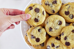 THE ULTIMATE CHEWY CHOCOLATE CHIP COOKIES