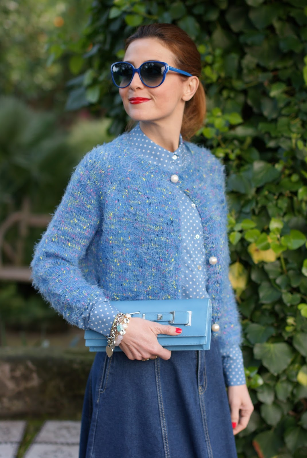 Bon ton girly look with Denim midi circle skirt, star print shirt and Le Silla clutch on Fashion and Cookies fashion blog, fashion blogger style