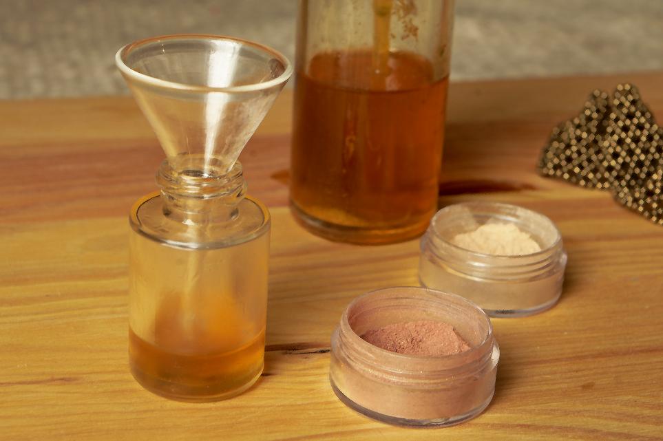 DIY Shimmer Golden Oil + Shimmer Powder For The Summer