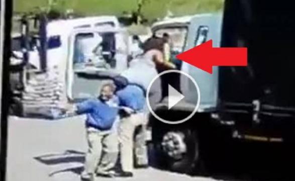 فيديو طريف لسيدة تحاول الصعود الى شاحنة.. شاهد كيف انتهى الامر!