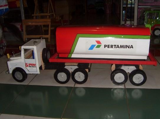 miniatur truk tangki pertamina