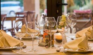 Kafe di Spanyol 'Rampok' Orang Kaya demi Tunawisma