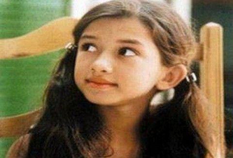Ποια ΓΝΩΣΤΗ ηθοποιός είναι το κοριτσάκι της φωτογραφίας;