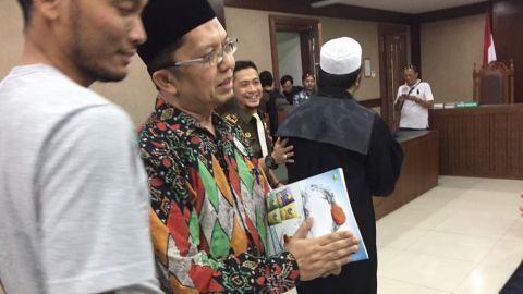 Divonis Bebas, Ustadz Alfian Tanjung Masih Ditahan, Mengapa?