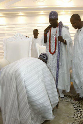 olusegun obasanjo prostrates for ooni of ife