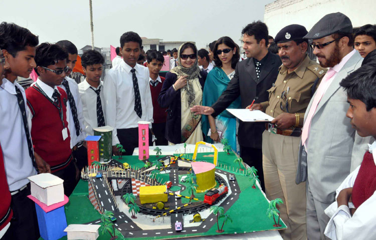 View Patna: Science Exhibition organized at S Raza High School