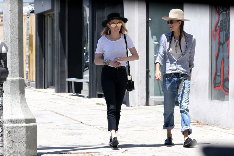Amber heard made a shopping together with Tasya van Ree