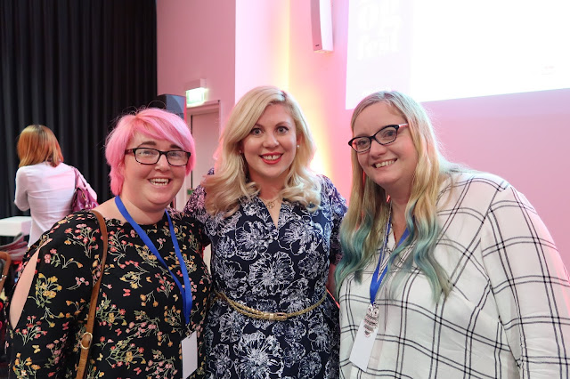 Louise Pentland Sprinkle of Glitter having photos taken with fans and fellow vloggers at Blogfest16