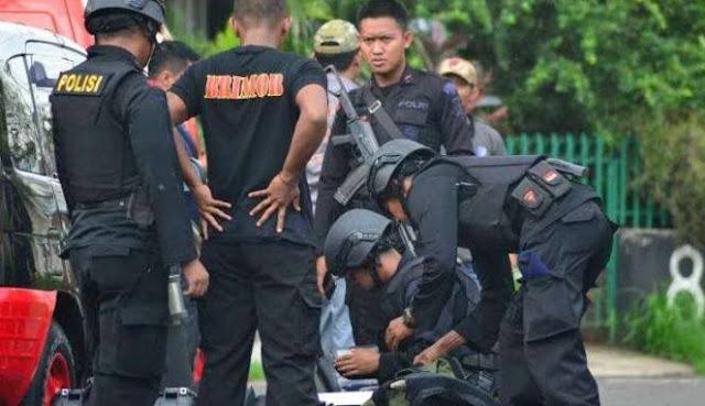 Benda Diduga Bom Diletakkan Depan Gereja Katolik di Malang
