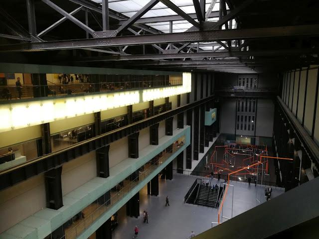 London 2017 - Tate Modern Halle in der Mitte