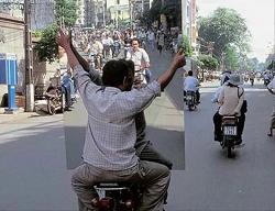 शीशे की वजह से कैमरे में कैद हुई कुछ ऐसी मजेदार तस्वीरें जिन्हें देख आपकी हंसी नहीं रुकेगी (Most Interesting Images, Funny Images In Hindi), Funny Images In Hindi, Latest Funny Images In Hindi, most interesting images in hindi, very funny images in hindi, funny photos, latest funny photos in hindi