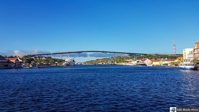 Ponte Rainha Juliana, em Curaçao, - Diário de Bordo: cruzeiro pelo Caribe
