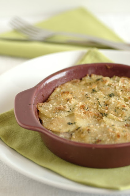 Tiella con patate e alici fresche