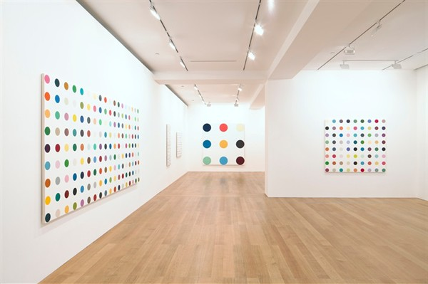 Live Tres Chic Diy Dot Art Inspired By Damien Hirst S Dots