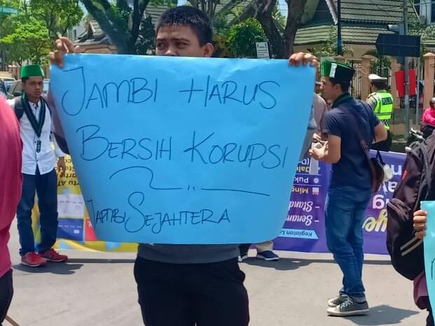 Mahasiswa HMI Jambi Tolak Koruptor Jadi Caleg