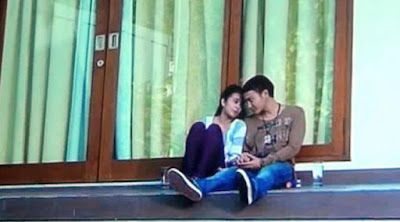 Michele Zudith dan Dimas Anggara Sedang Ciuman