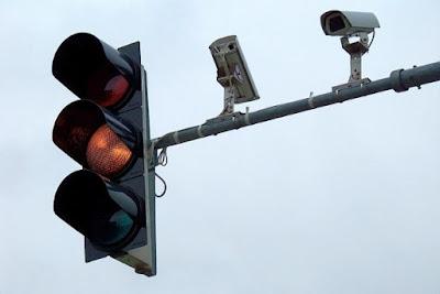 hal-hal penting yang harus diperhatikan saat di lampu lalu lintas atau traffic light