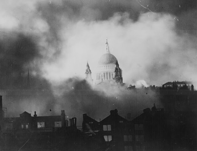 29 December 1940 worldwartwo.filminspector.com St. Paul's Church London