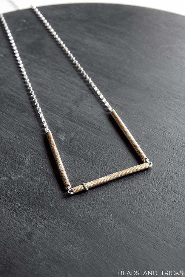 Collana in ottone e argento con texture fatta a mano