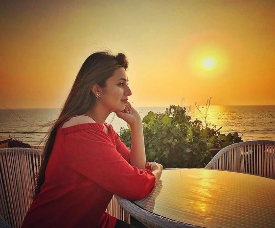 Foto Divyanka Tripathi sedang menikmati santainya Via Instagram