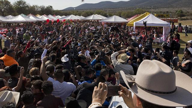 В Мексике отметили празднование 15-летия девочки несколько тысяч человек