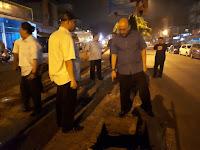 Walau Malam Hari, Wali Kota Pimpin Langsung Perbaikan Jalan Kapten Muslim