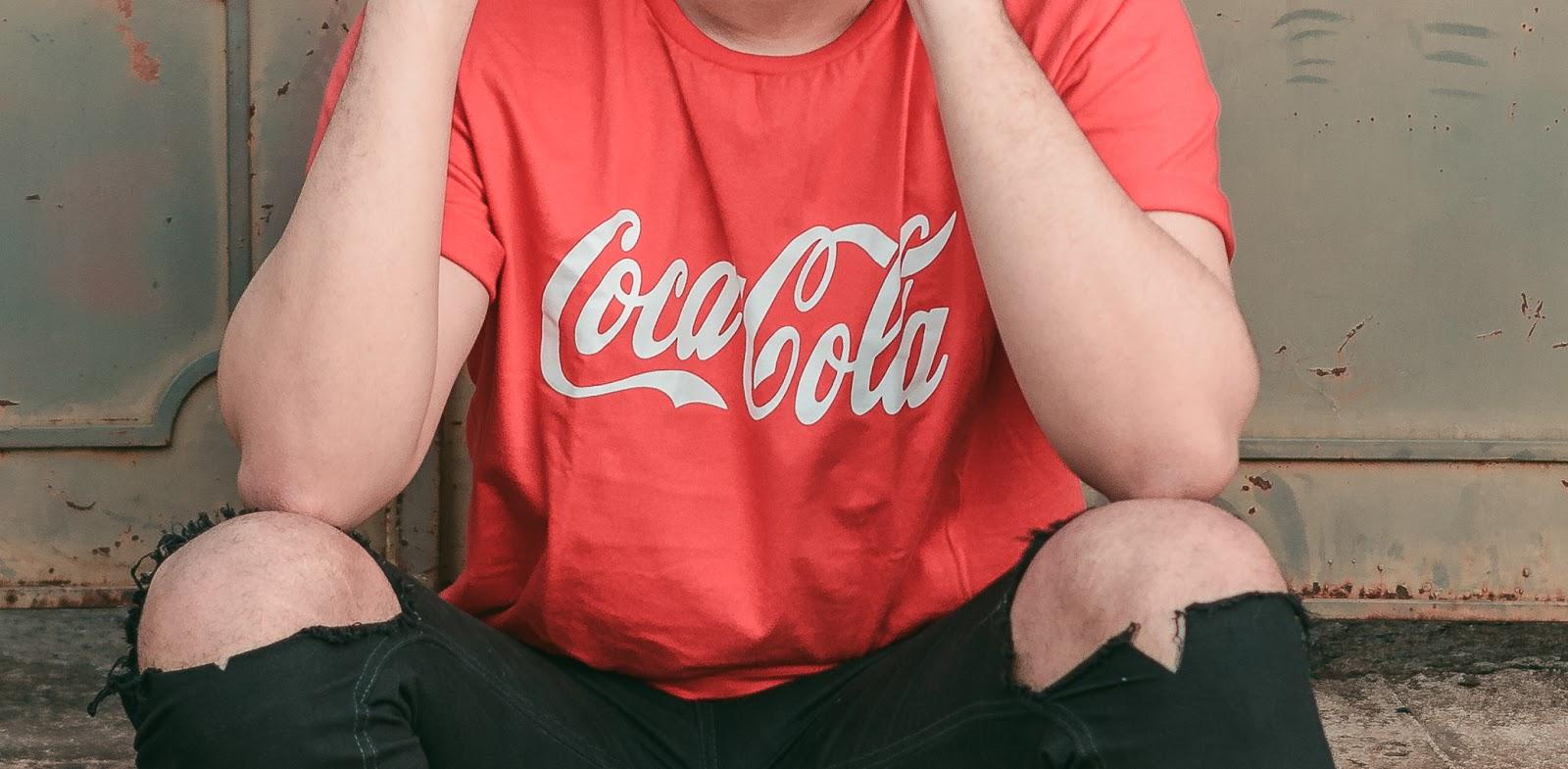 look masculino com camisa vermelha