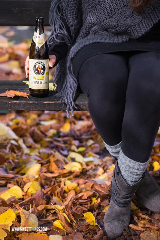 Herbstpicknick auf der Parkbank mit Franziskaner Natur Russ
