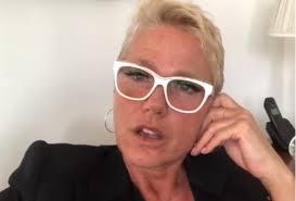 Xuxa denuncia transtornos que sofreu no Aeroporto de Fortaleza por irregularidades no Avião