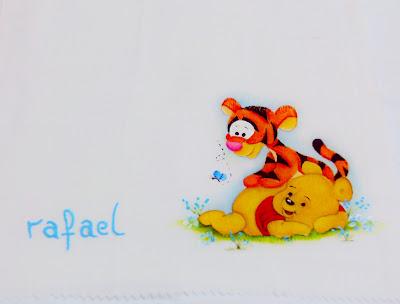 ursinho pooh e tigrão pintados em fralda