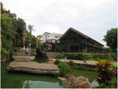 Không gian đậm chất Tây Nguyên ở làng cà phê tại Buôn Ma Thuột.