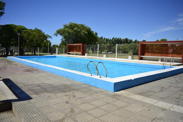 El Complejo Natatorio Municipal brinda un espacio de recreación y participación a los niños de Pehuajó.