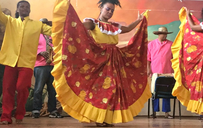 traditional dancers in cartagena colombia
