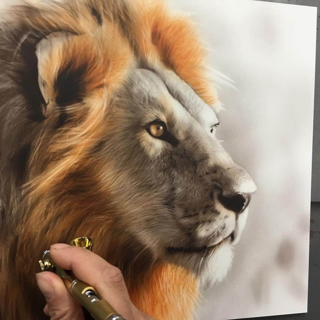 01-Lion-M-Oosterlee-Realistic-Airbrush-Animal-Paintings-www-designstack-co