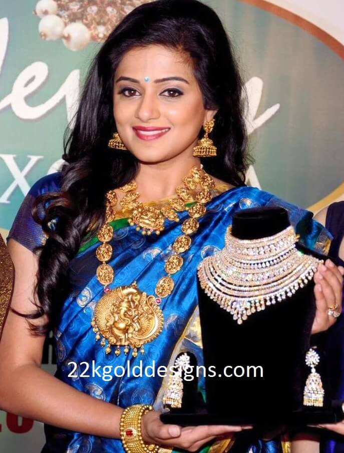 Priyamani in Nakshi Necklace and Long Chain