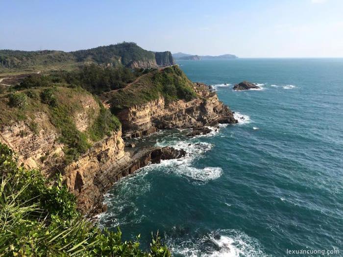 Đảo Cô Tô, nhìn từ bãi đá Cầu Mỷ.