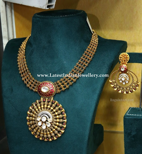 Classy Antique Gold Necklace