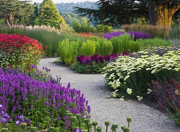 Цветочные грядки в дизайне сада