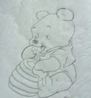 desenho ursinho pooh com pote de mel para pintar
