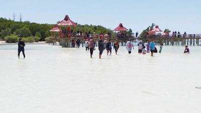Pulau Ratu, Desa Tenilo Kembangkan Wisata Pantai Pasir Putih dengan Dana Desa